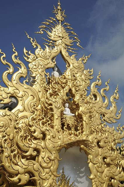 華麗な黄金の炎のモニュメント