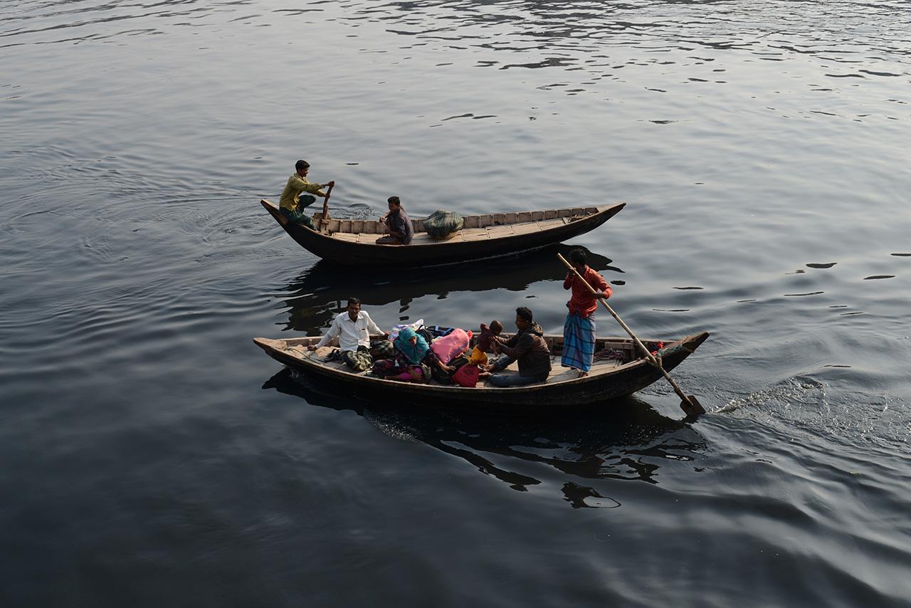 ブリゴンガ川を行き交う小舟