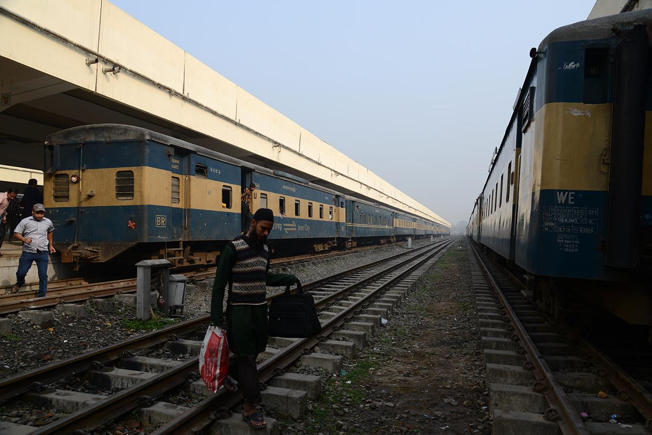 コムラプール駅のプラットホーム